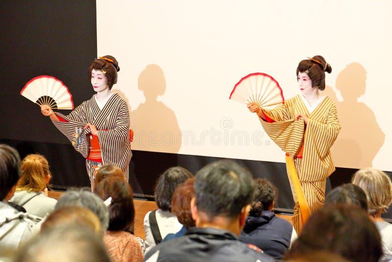 Japan: Geishaprestaties op stadium stock fotografie