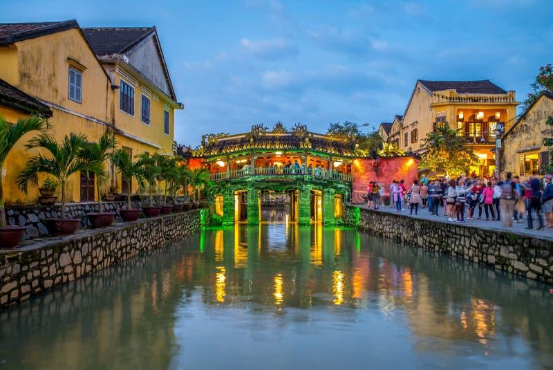 Japan täckt bro som kallas också Lai Vien Kieu arkivbild