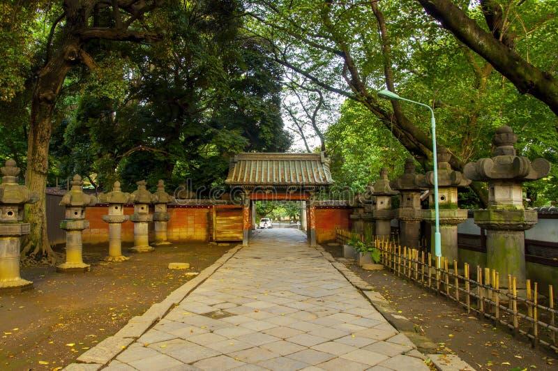 Japan, Tokyo, Ueno Toshogu, berömd landmärke, inträde i Peony Garden arkivfoton