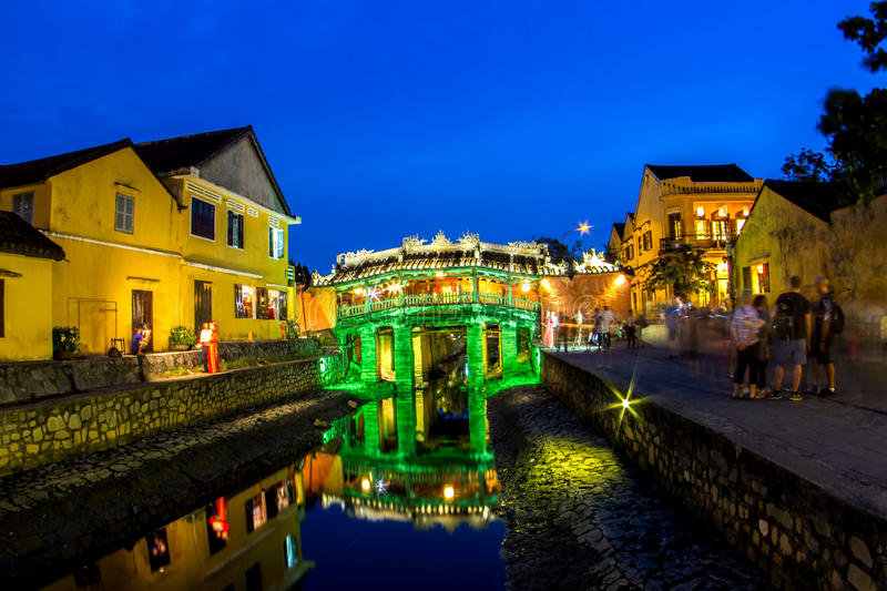 Japanese covered bridge in colorful night & x28;Hoi An, Vietnam& x29; royalty free stock images
