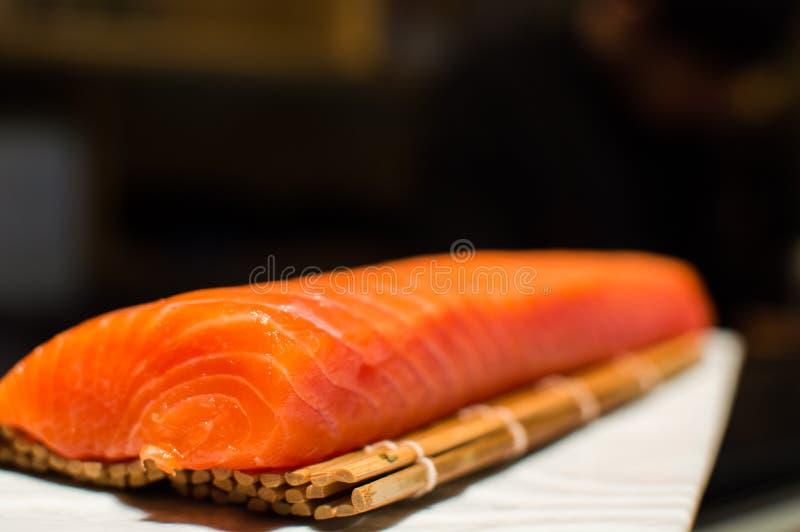 Japanese food. Plato de cocina japonesa con lomo de salmón royalty free stock photo