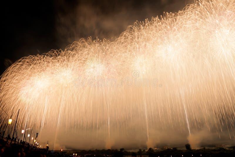 Japanische Feuerwerke im Sommer-Festival, Nagaoka-Stadt, Niigata vorzugsweise stockfotografie