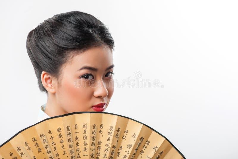 Japanische Frau mit traditionellem Fan lizenzfreies stockfoto