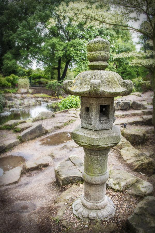 Japanische Gartenstatue in Regent's-Park London England lizenzfreies stockbild