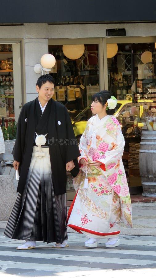 Japanische Hochzeitspaare in Nagano lizenzfreie stockbilder