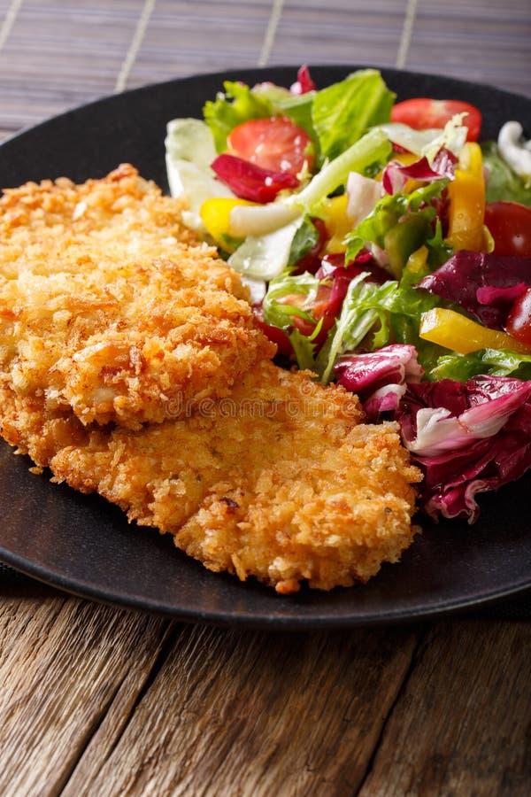 Japanische Küche: Hühnerkotelett in paniertem Pfannkuchen und in neuem MI lizenzfreies stockbild