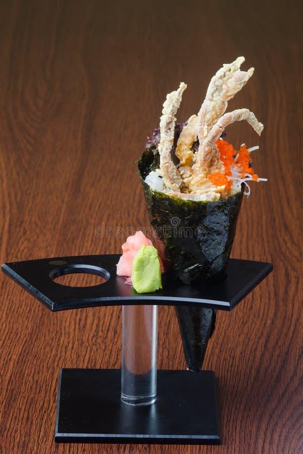 Japanische Küche Handrolle auf dem Hintergrund lizenzfreie stockfotografie