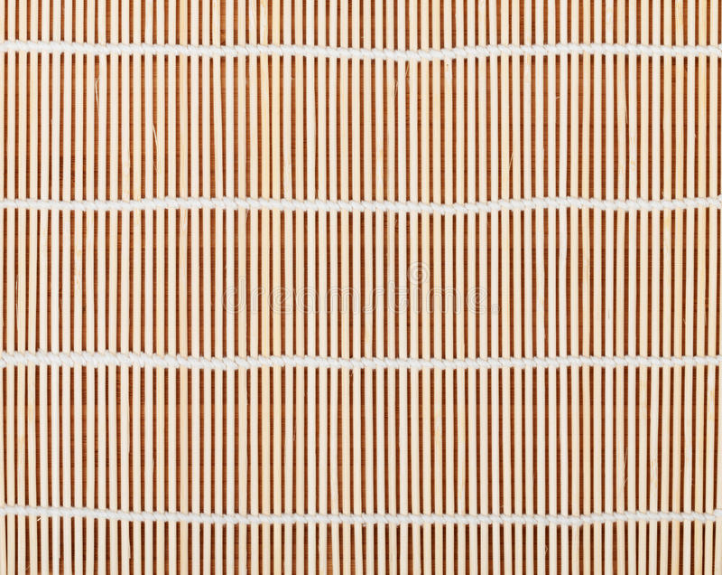 Japanische kochende Matte über Bambustabelle lizenzfreie stockbilder