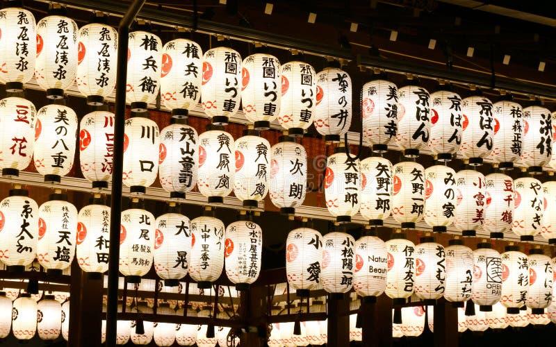 Japanische Laternen an Yasaka-Schrein, Kyoto stockfoto