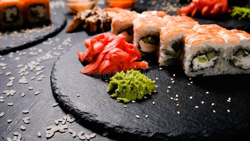 Japanische Lebensmittelrollen Sushigewürzingwer Wasabi lizenzfreies stockfoto
