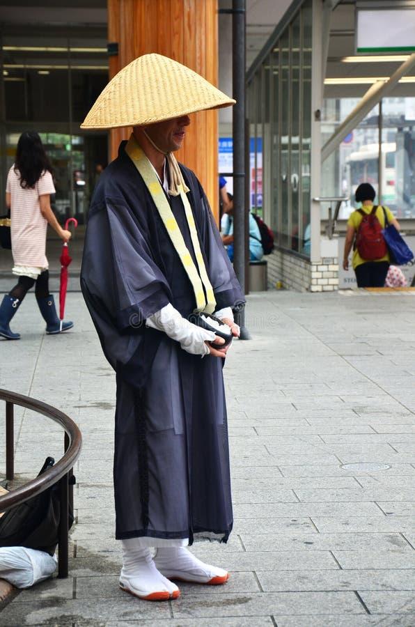 Japanische Mönchstellung stockbilder
