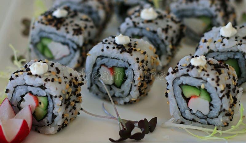 Japanische Nahrung-Kalifornien-Sushirollen stockfotos