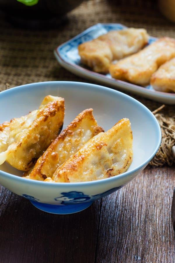 Japanische Nahrungsmittel Gyoza, Gyoza mit Garnelenfleisch lizenzfreies stockfoto