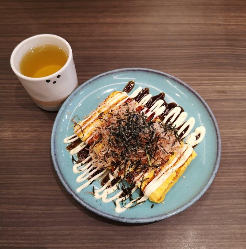 Japanische Omelette aus Osaka und Oktopusspeise stockbilder