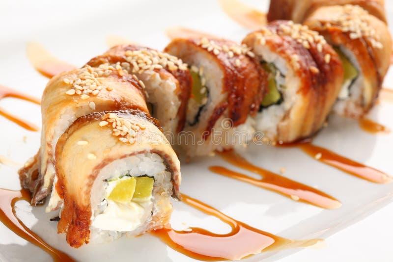Japanische Sushi mit Aal lizenzfreie stockbilder