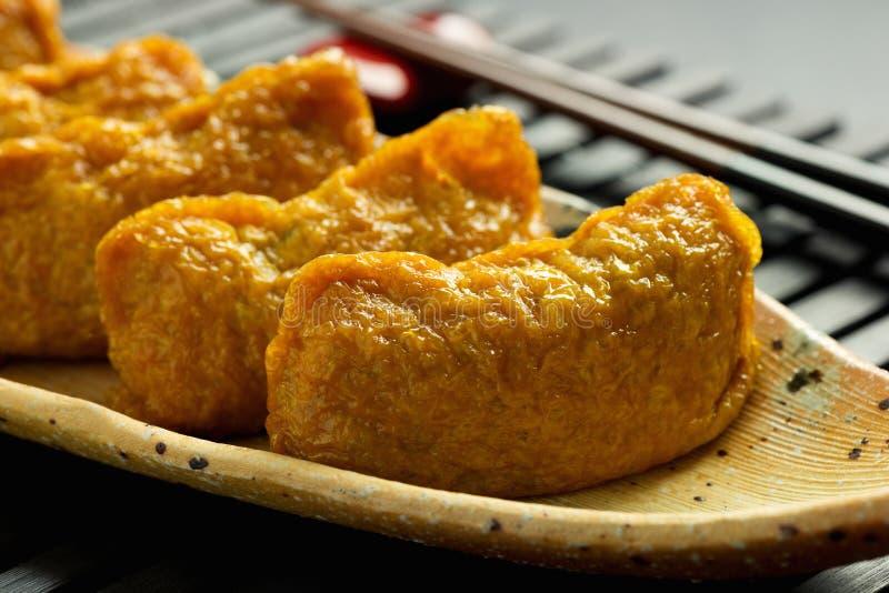 Japanische traditionelle Art von Sushi Inari-zushi lizenzfreie stockfotografie
