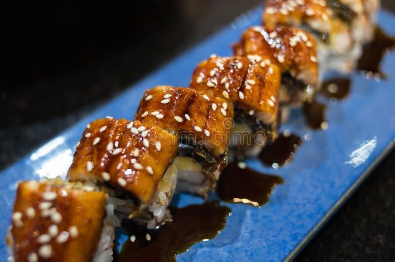 Japanische unagi Sushi maki Rolle lizenzfreie stockbilder