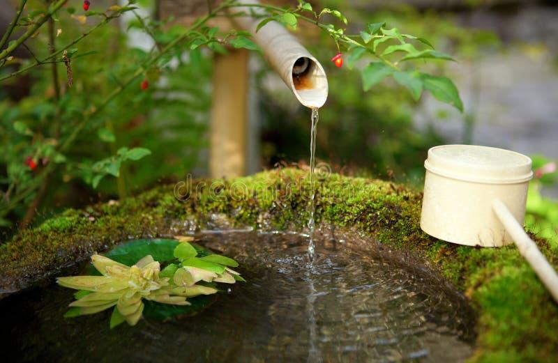Japanische Wasserquelle lizenzfreie stockbilder