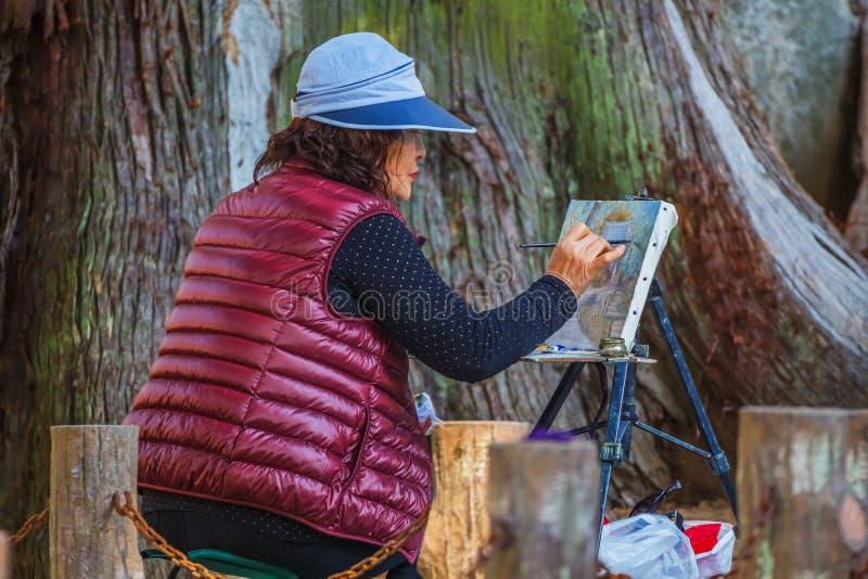 Japanischer älterer Maler stockfotografie