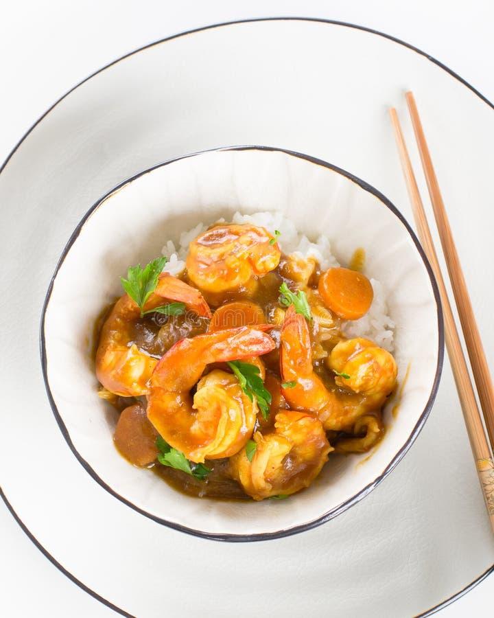Japanischer Garnelencurry mit Reis in einer Schüssel lizenzfreie stockbilder