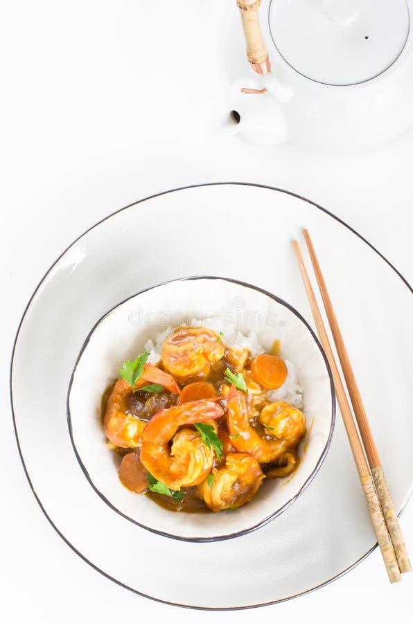 Japanischer Garnelencurry mit Reis in einer Schüssel lizenzfreies stockbild