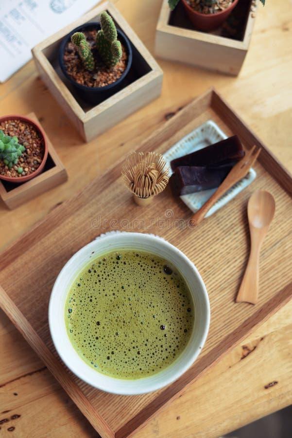 Japanischer Heißer Grüner Tee Und Draht Wischen Gemacht Vom Bambus ...