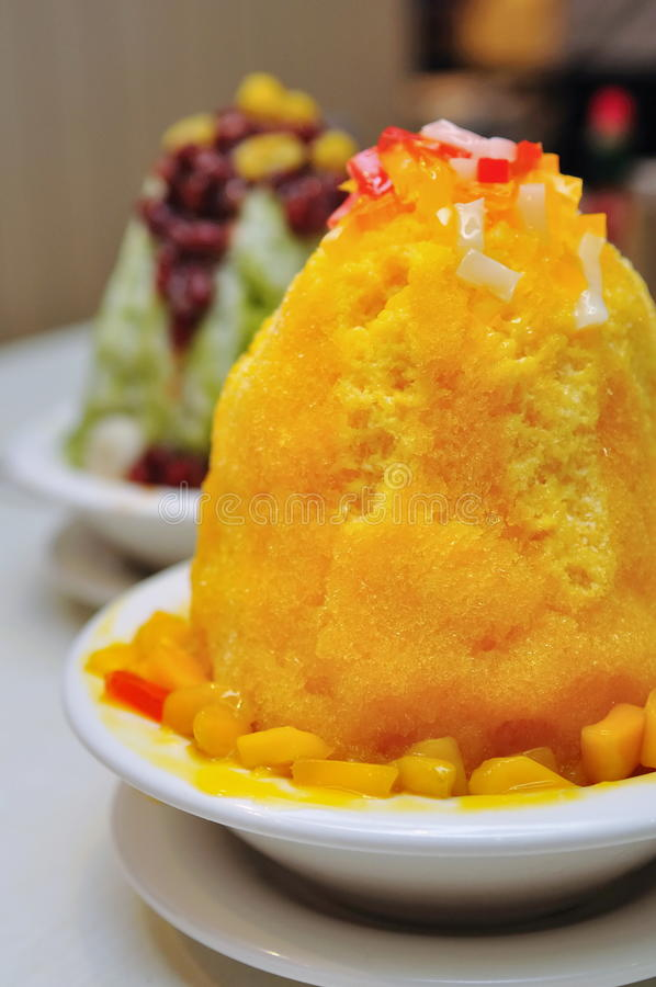 Japanischer Mangofruchteisnachtisch stockfotografie