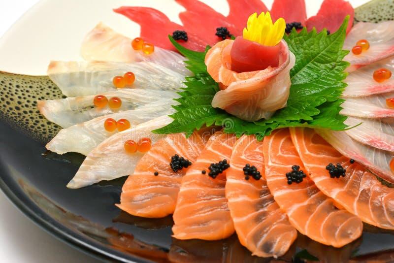 Japanischer Mischsashimi der rohen Fische der Nahaufnahme Nahrungsmittelauf Platte japanisch stockbild