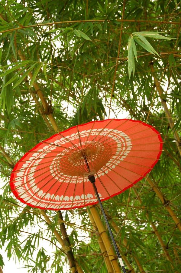 Japanischer roter Regenschirm stockbilder