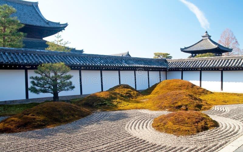 Japanischer trockener Landschaftsgarten lizenzfreie stockfotos