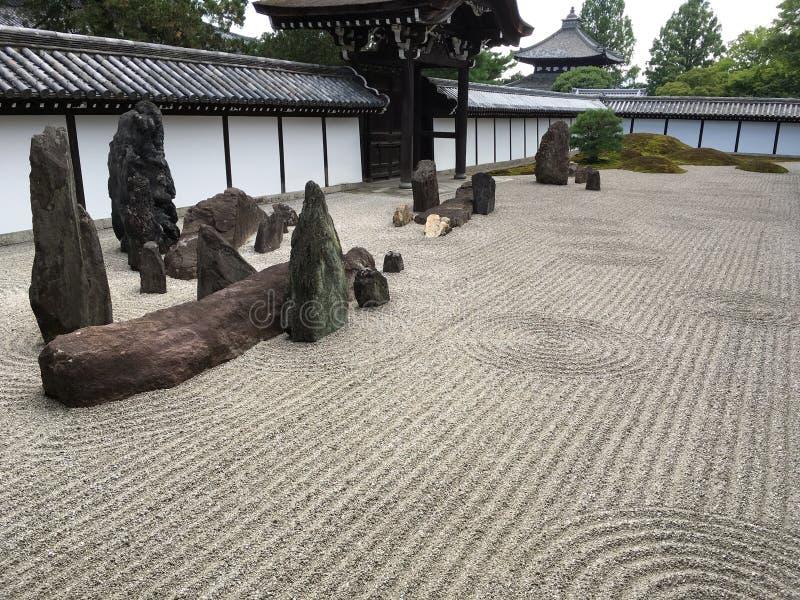 Japanischer Zenfelsengarten lizenzfreie stockfotos