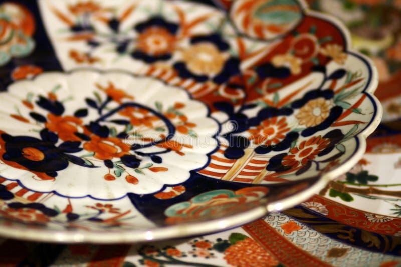 Japanisches Antike Arita-Platten-Hintergrund stillife lizenzfreie stockbilder