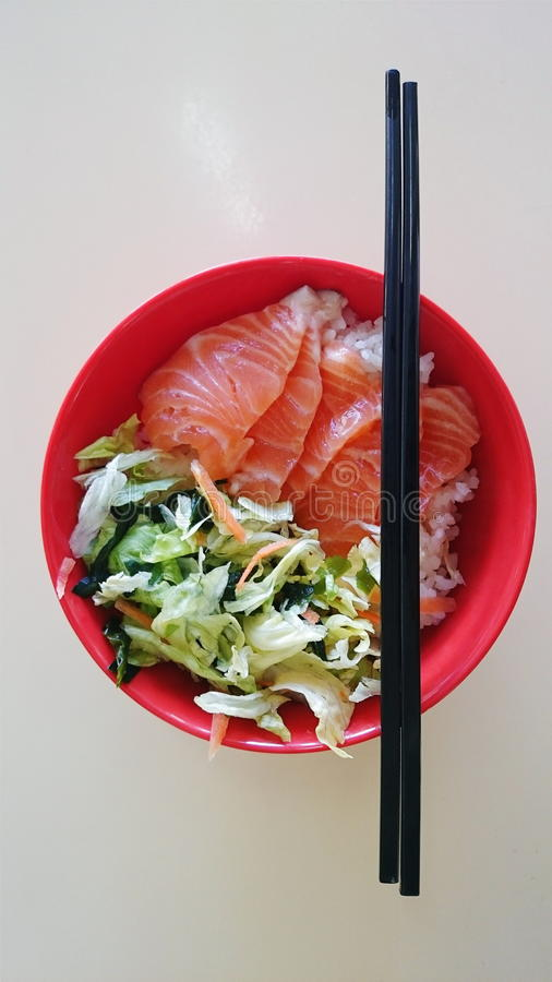 Japanisches Lachs-chirashi lizenzfreies stockbild
