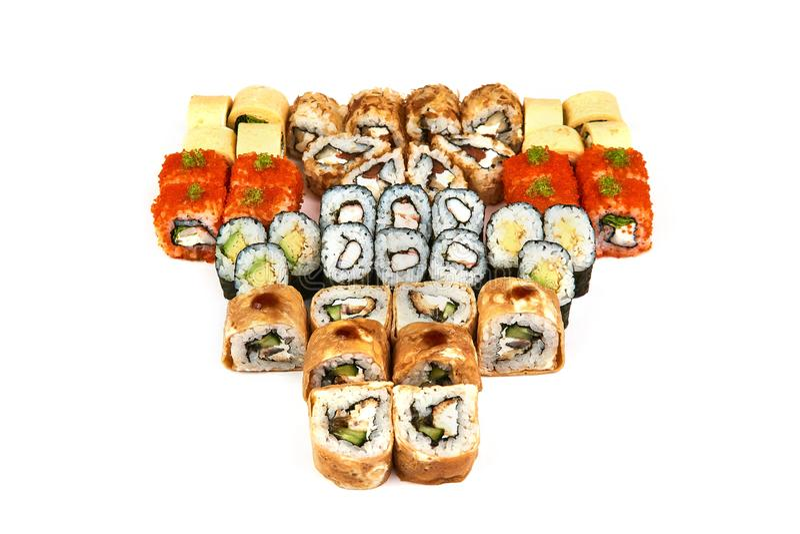 Japanisches Lebensmittelrestaurant, Sushi maki gunkan Rollenplatte oder Servierplattensatz Kalifornien-Sushirollen mit Lachsen Su stockfoto