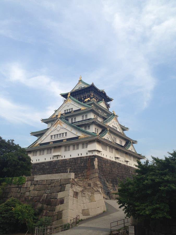Japanisches Schloss tagsüber stockbild