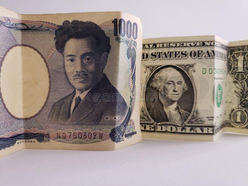 Japans bankbiljet van 1000 Yen en Amerikaanse dollarrekening stock afbeeldingen