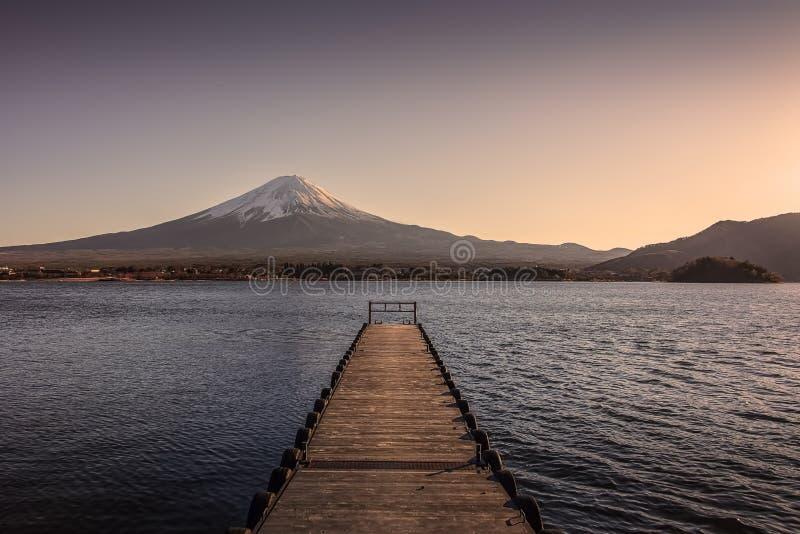 Japans landschap bij zonsondergang royalty-vrije stock afbeelding