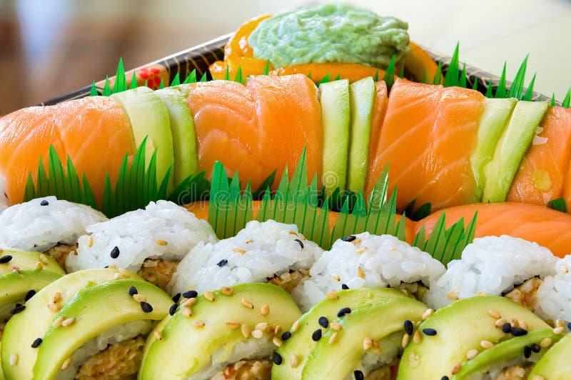 Japans Sushibroodje met Ruw Salmon Closeup royalty-vrije stock afbeeldingen