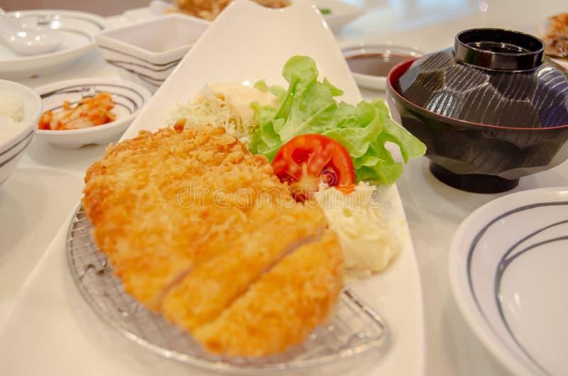 Japans voedsel op een witte plaat stock fotografie