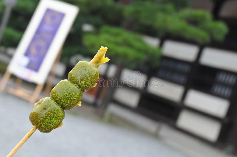 Japanse groene traditionele het dessertstok van de theemeloen - mochidaifu royalty-vrije stock foto