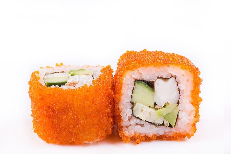 Japanse Keuken, Geplaatste Sushi: sushi en sushibroodjes in kaviaar met komkommer, garnalen, avocado en omelet op een witte achte stock foto's