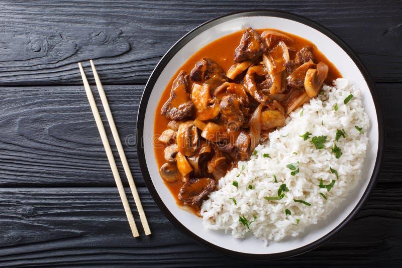 Japanse keuken: Kruidig rundvlees met uien en paddestoelen, ook royalty-vrije stock foto