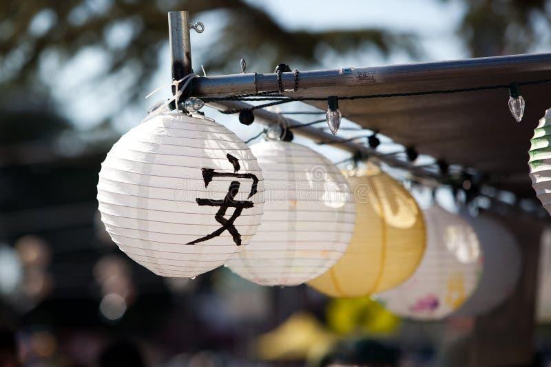 Japanse lantaarns bij Obon-festival royalty-vrije stock fotografie