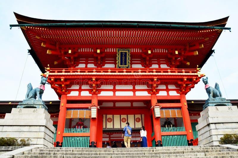 Japanse mensen en reizigersvreemdeling die aan binnen van Fush lopen stock foto