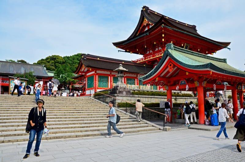 Japanse mensen en reizigersvreemdeling die bij binnen van Fush lopen stock fotografie