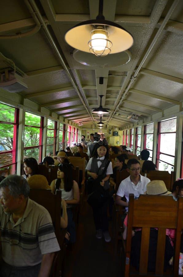Japanse mensen en reizigersvreemdelingsreis op Sagano Toneelrai royalty-vrije stock afbeelding