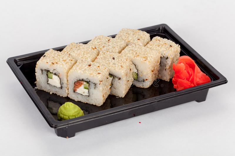Japanse nationale populaire keuken Sushi, rijst en vissen Smakelijk, prachtig gediend voedsel in een restaurant, koffie royalty-vrije stock afbeeldingen