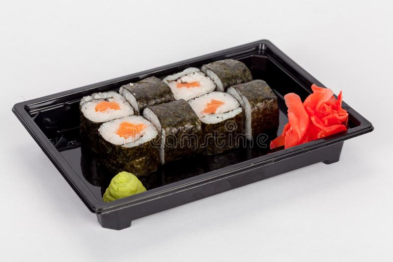Japanse nationale populaire keuken Sushi, rijst en vissen Smakelijk, prachtig gediend voedsel in een restaurant, koffie royalty-vrije stock fotografie