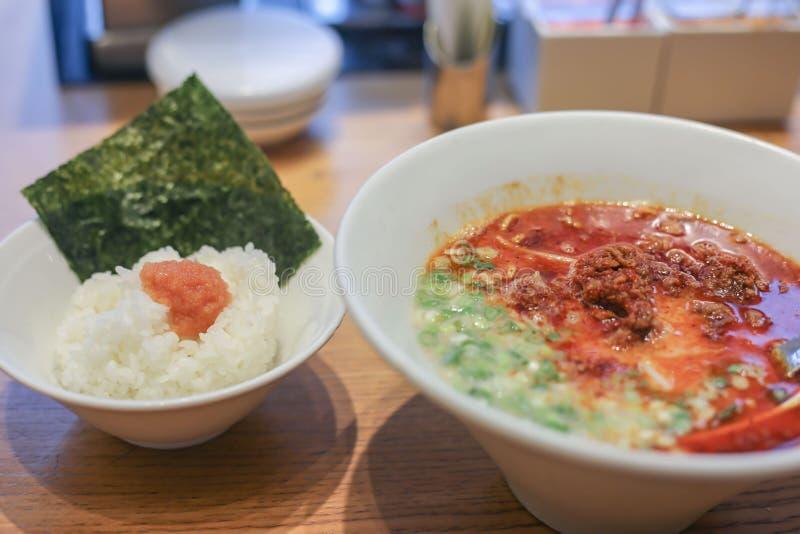 Japanse Ramen-noedels en witte rijst stock afbeeldingen