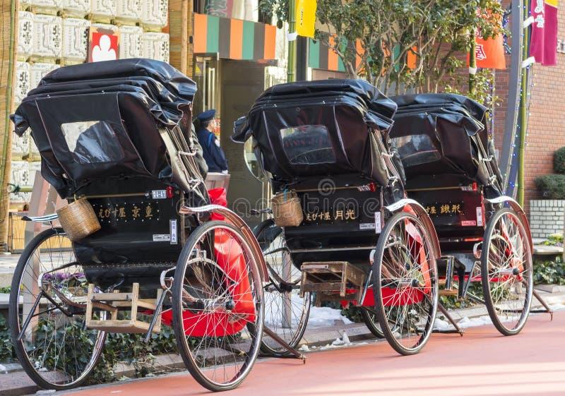 Japanse riksja's in de traditionele buurt van Asakusa in Tokyo, 2018 royalty-vrije stock fotografie